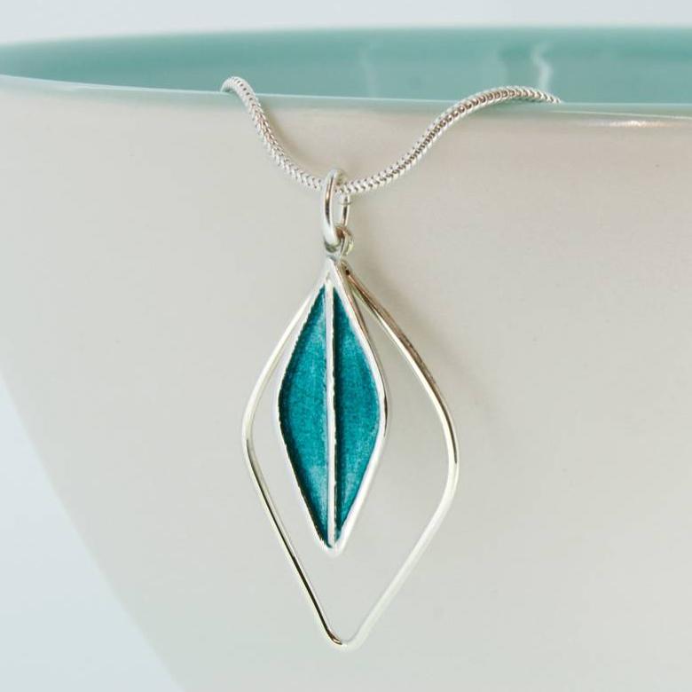 Bay pendant