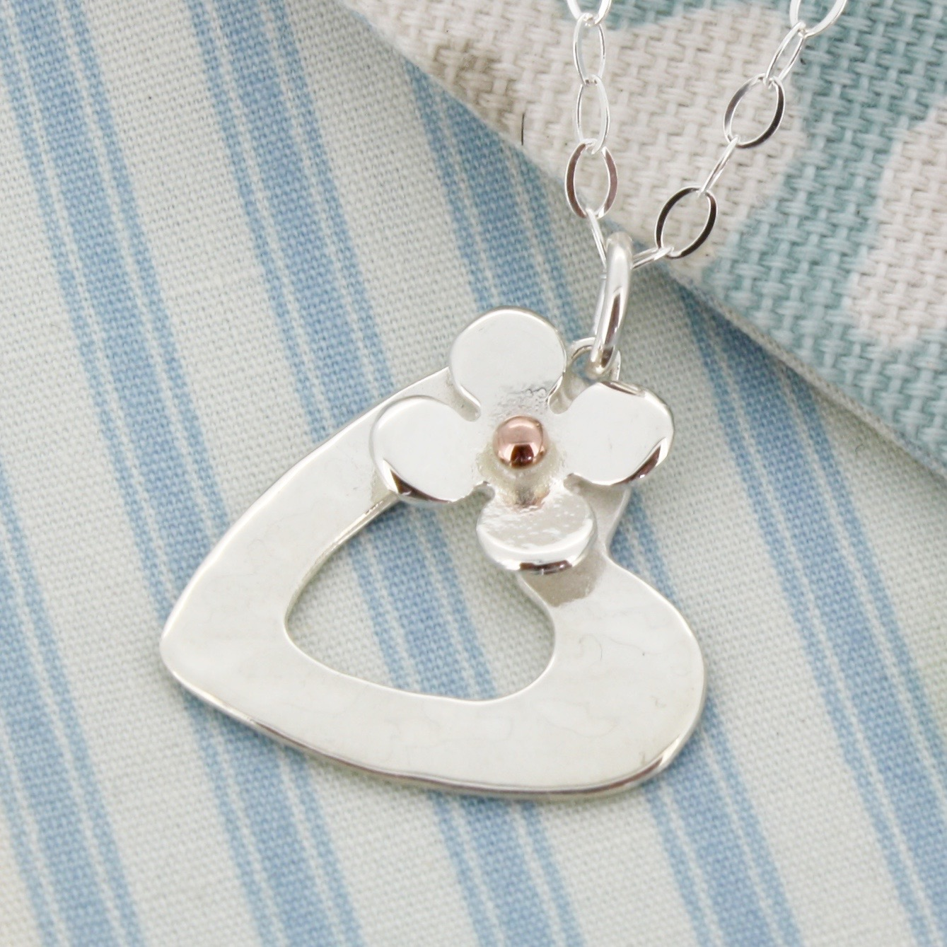 personalised hammered heart pendant with daisy