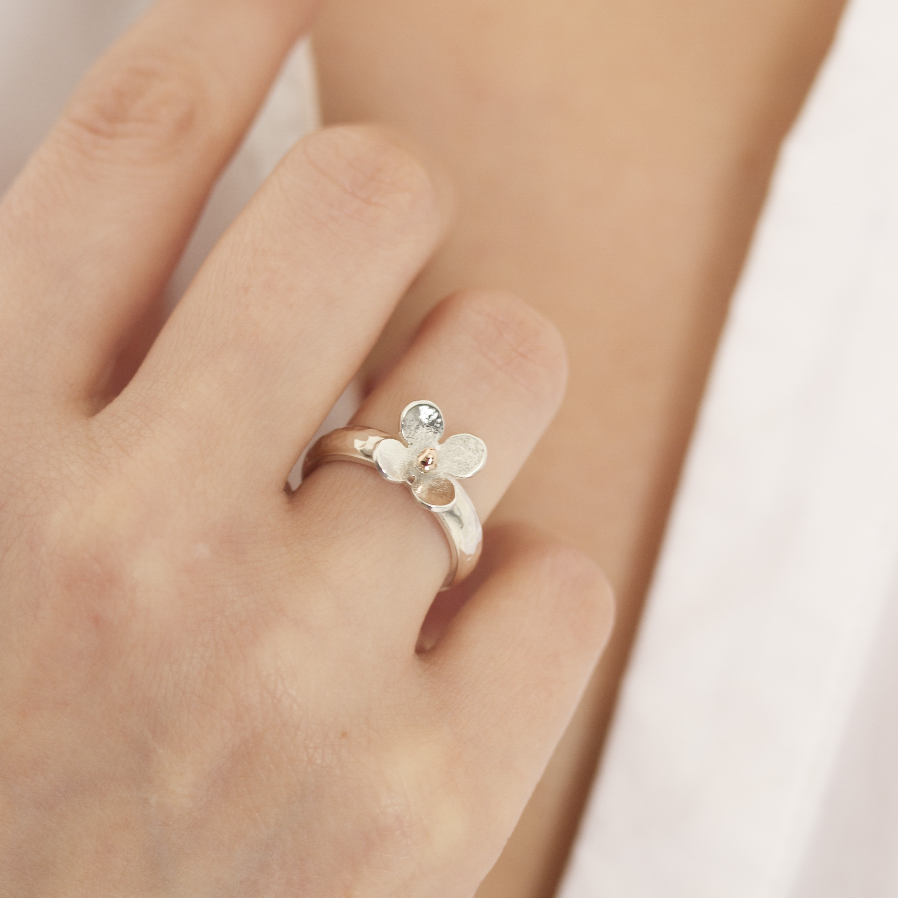 personalised silver ring with daisy