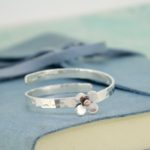 Personalised baby bangle with daisy
