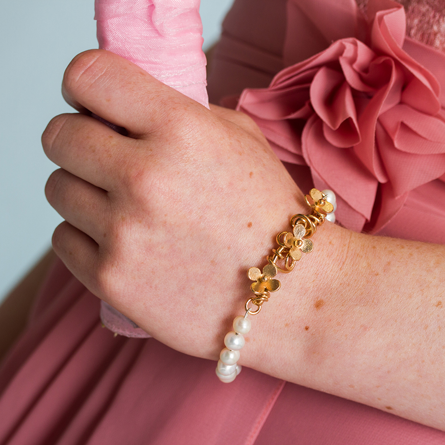 Gold daisies and pearl bracelet