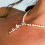 Bride's necklace with pearls and daisies