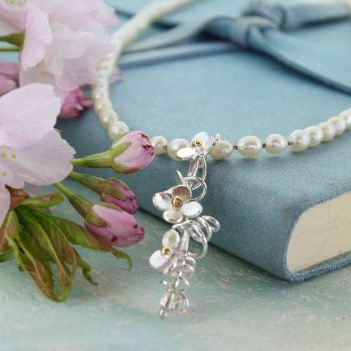 Bride's necklace with pearls