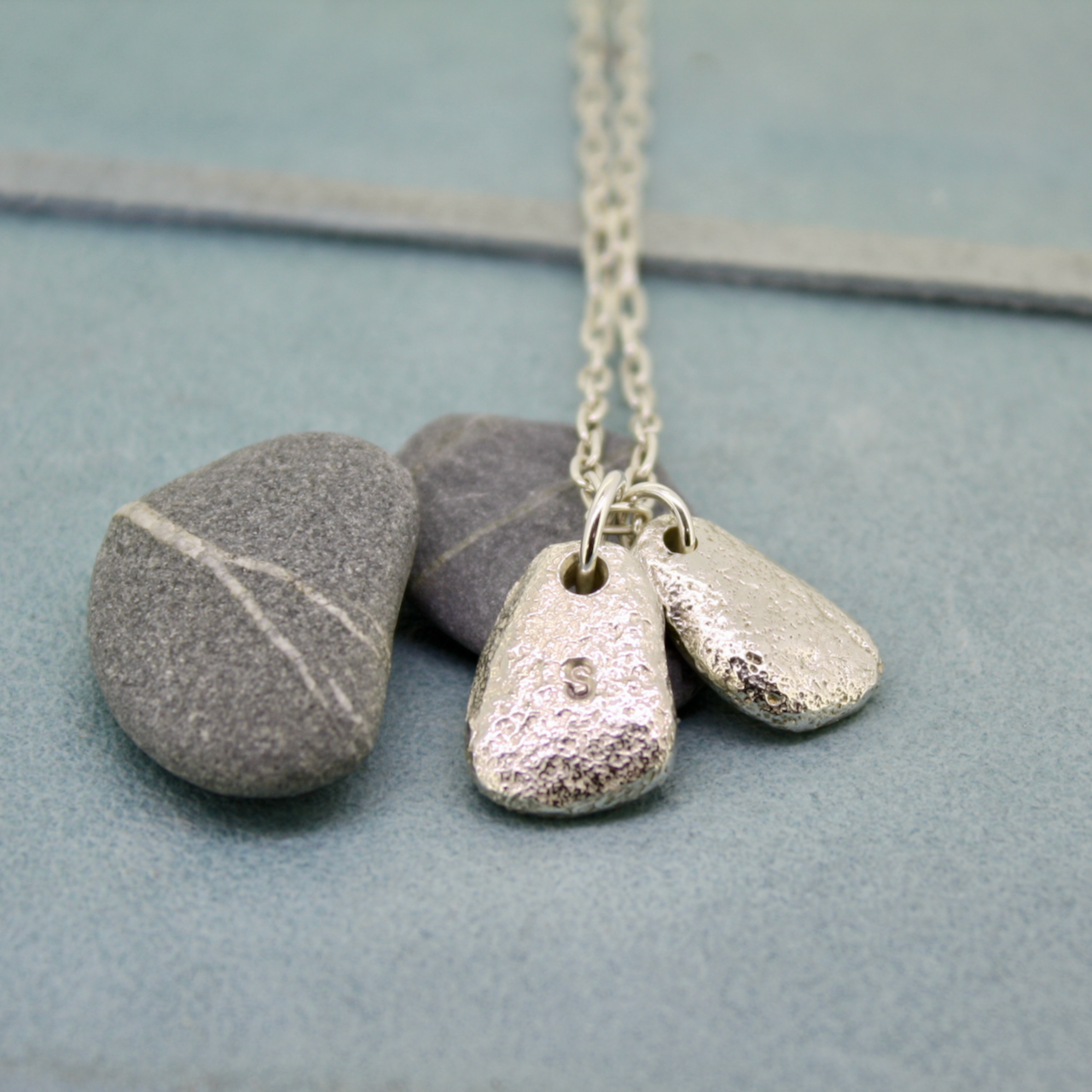 Beach pebble necklace